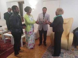 Ken Osinde and family farewell
