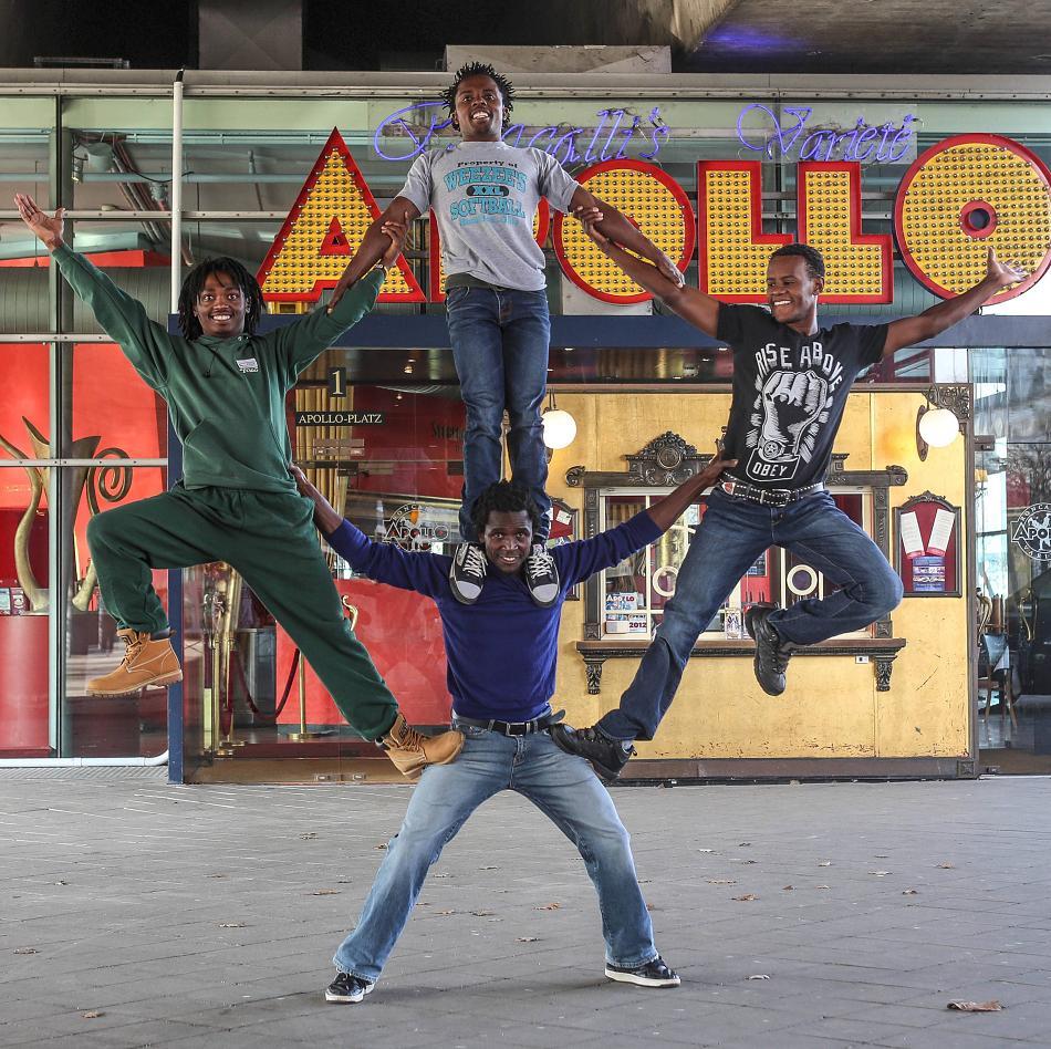 Nafsi Africa Acrobats Wambugu Joel Kyalo (links), Owino Stephen Otieno (unten), Peter Macharia Wanjiku (oben) und Kivogo Charles Jandi