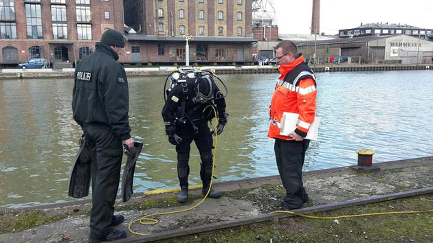 police diver fire fighter
